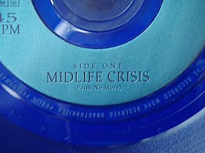 midlife-crisis-blau